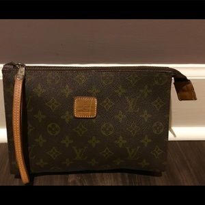 Louie Vuitton vintage cosmetic case EUC👜👛